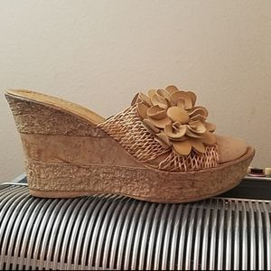 ADORABLE HERSTYLE TAN MESH FLOWER ACCENT WEDGES